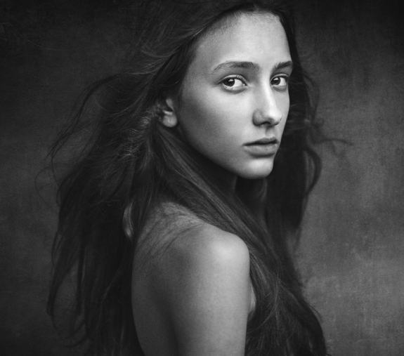 Stunning Examples of black and white Portrait Photography 04 575x507 40 Stunning Examples of Black and White Portrait Photography