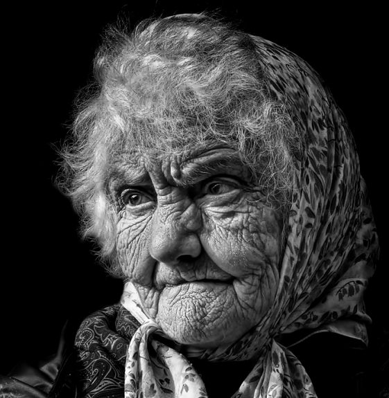 Stunning Examples of black and white Portrait Photography 33 561x575 40 Stunning Examples of Black and White Portrait Photography